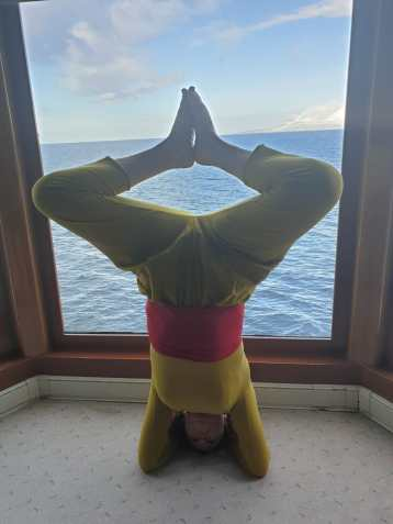 Headstand-sea-window